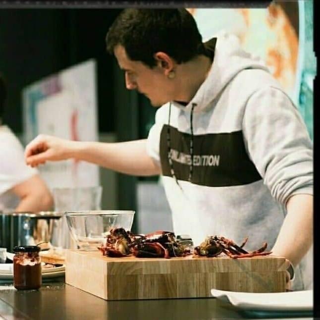 Gorka Barredo en una exhibición de cocina.